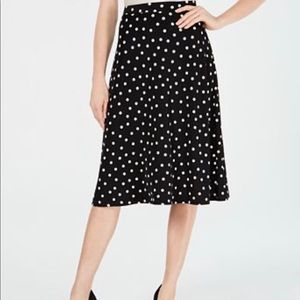 Black skirt with wire Polka Dots